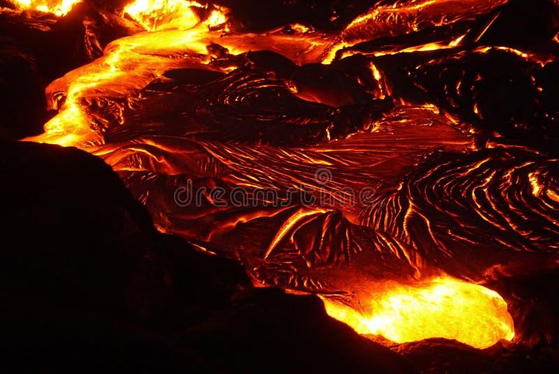 Lavagebied met nieuwe lava in Hawaï stock foto's