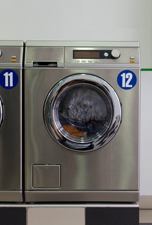 Lavagem automática metálica imagens de stock