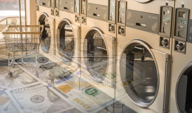 Lavagem autom?tica das m?quinas da lavanderia em p?blico imagem de stock royalty free