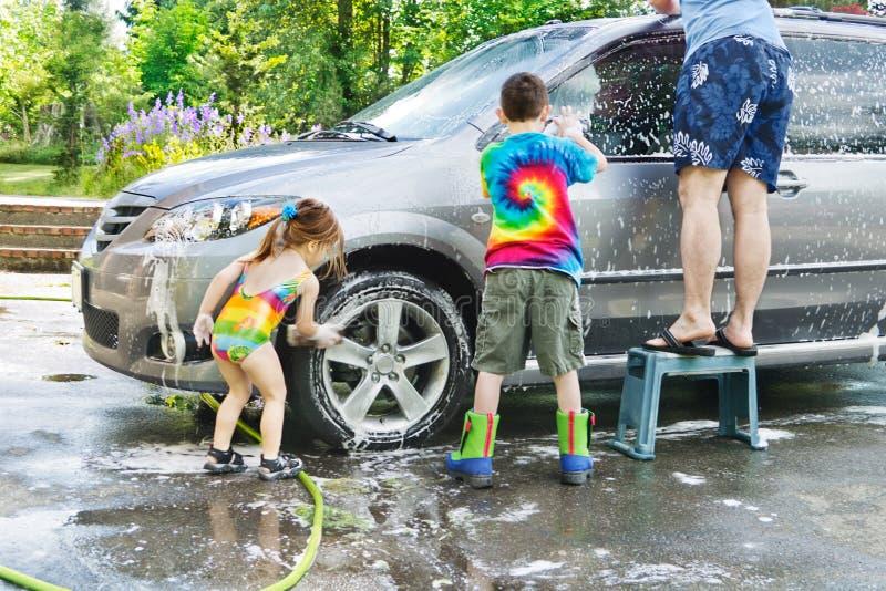 Lavagem de carro da família fotos de stock