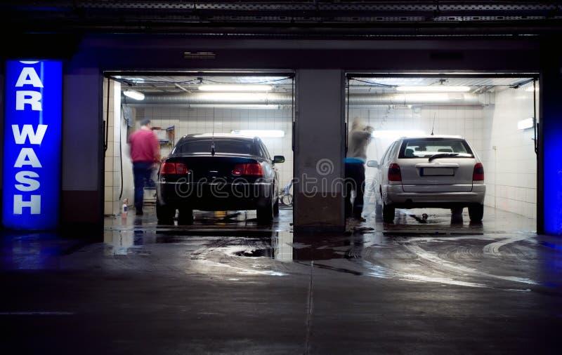 Lavagem de carro na garagem de estacionamento subterrânea fotos de stock