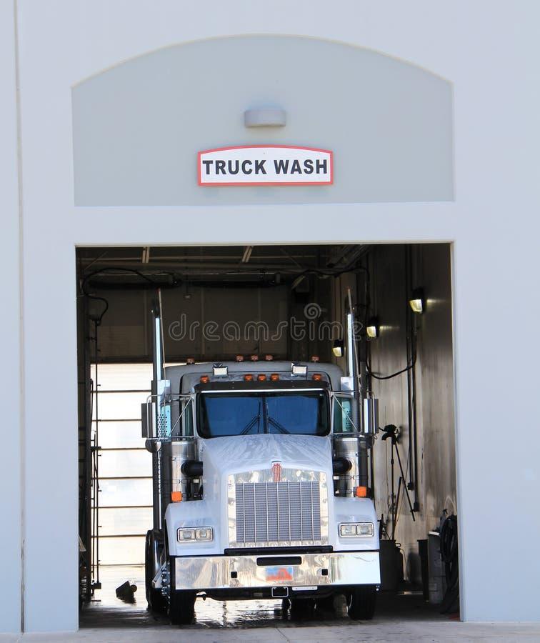 Lavagem do caminhão fotografia de stock royalty free