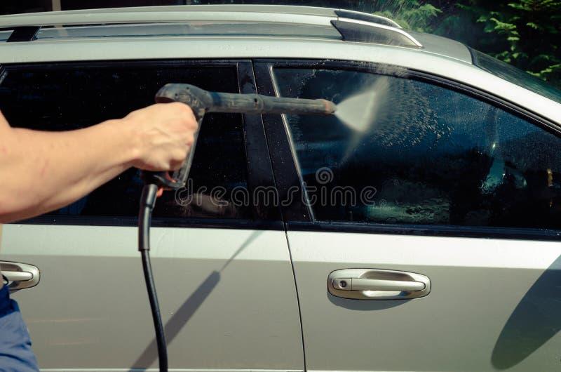 Lavaggio ad acqua dell'automobile il getto immagini stock