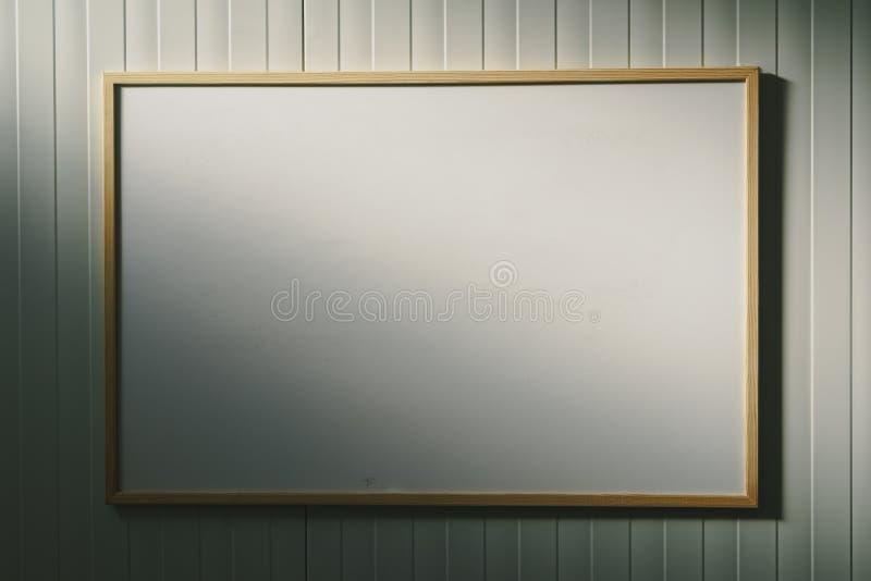 Lavagna in bianco nell'ufficio, bordo bianco come spazio della copia royalty illustrazione gratis