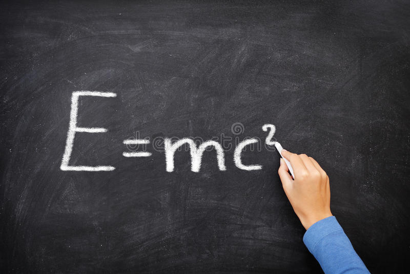 Lavagna di equazione di formula di scienza di fisica, ² di E=mc immagini stock