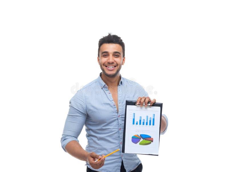 Lavagna per appunti bella della tenuta dell'uomo d'affari, cartella con le carte, rapporto finanziario del business plan fotografia stock