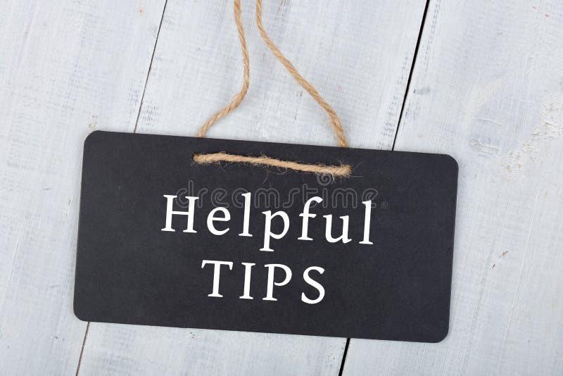 Lavagne con l'iscrizione & x22; TIPS& utile x22; su fondo di legno fotografia stock