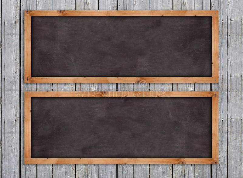 Lavagne sulla parete di legno immagine stock