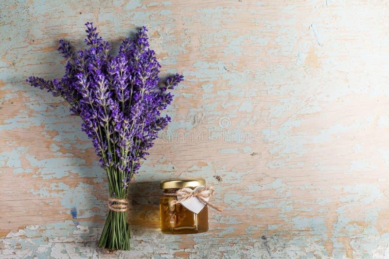 Lavander z aromatycznym olejem zdjęcie stock
