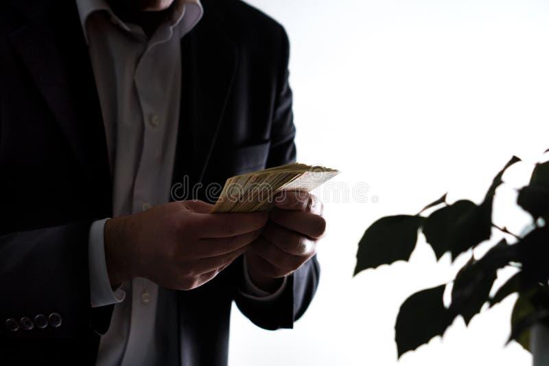 Lavanderia do dinheiro, corrupção e conceito do greediness fotos de stock