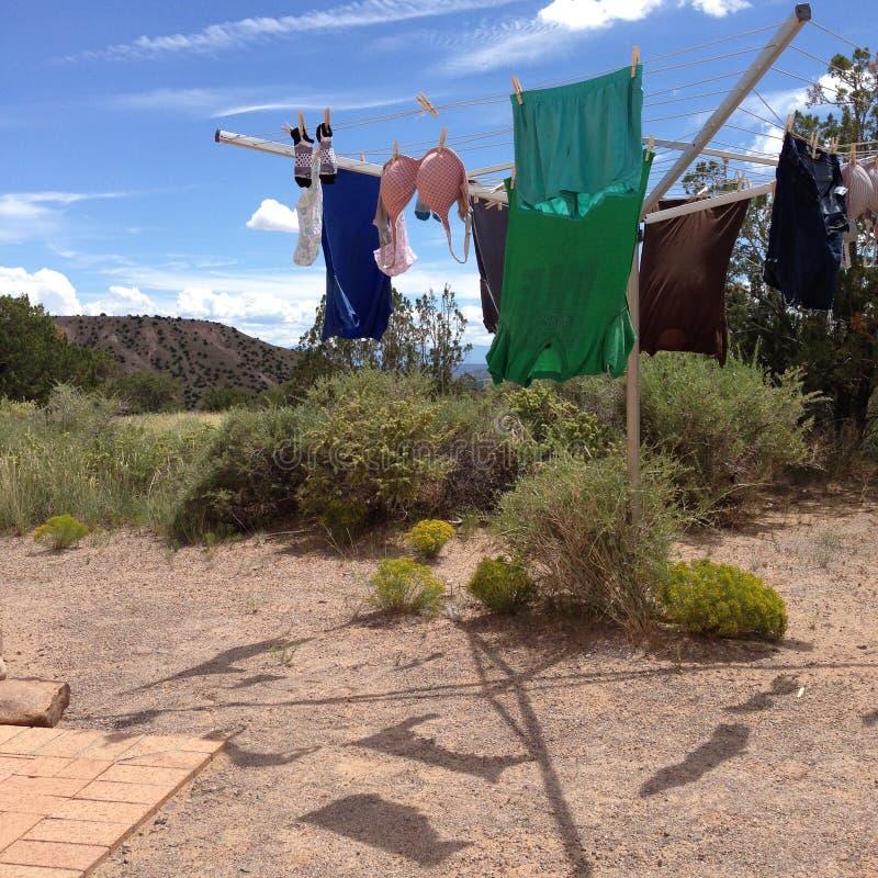 Lavanderia nel deserto immagini stock