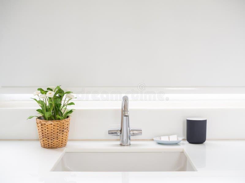 Lavandino del bagno immagine stock