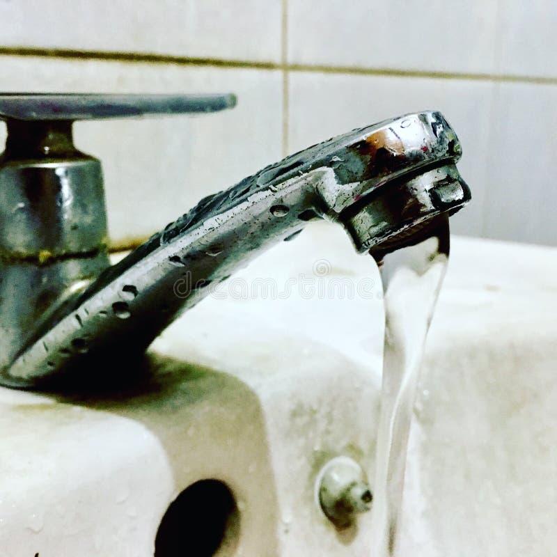 Lavandino dell'acqua fotografie stock