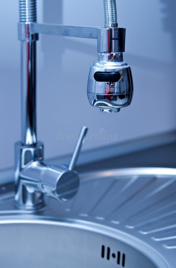Lavandino e rubinetto di cucina immagine stock libera da diritti