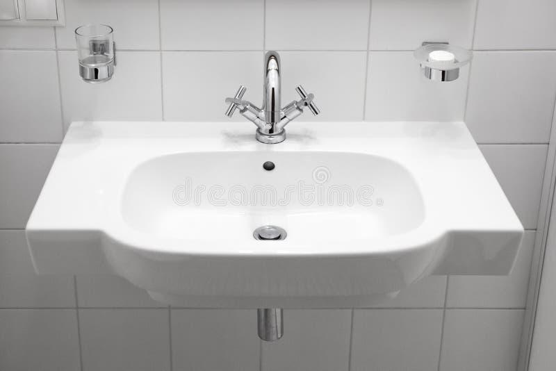 Lavandino elegante bianco fotografia stock