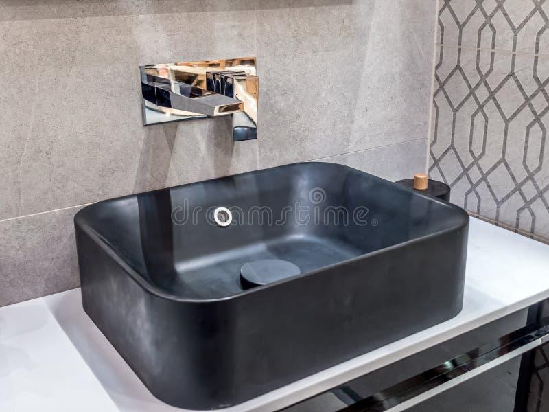 Lavandino moderno del bagno fotografie stock