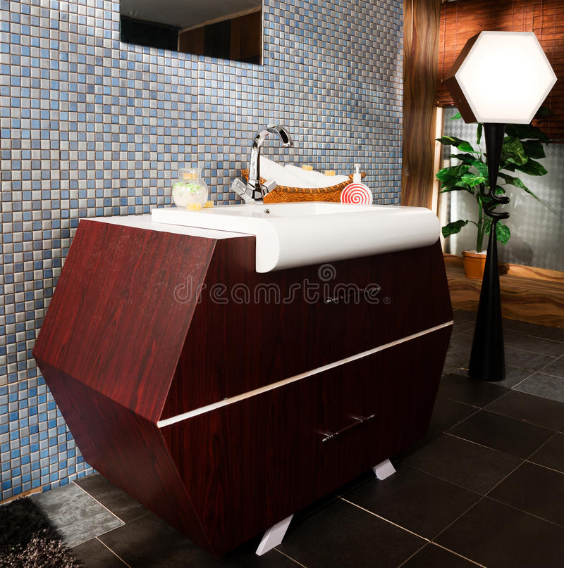 Lavandino in una stanza da bagno moderna fotografie stock