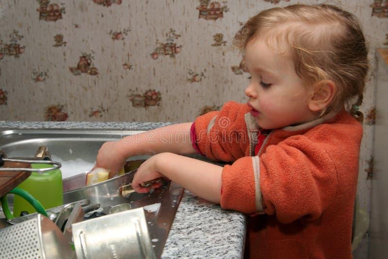 Lavando os pratos imagem de stock royalty free