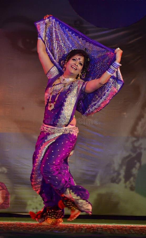 Lavani, dança famosa da tradição ou estado do Maharashtra, Índia fotografia de stock royalty free