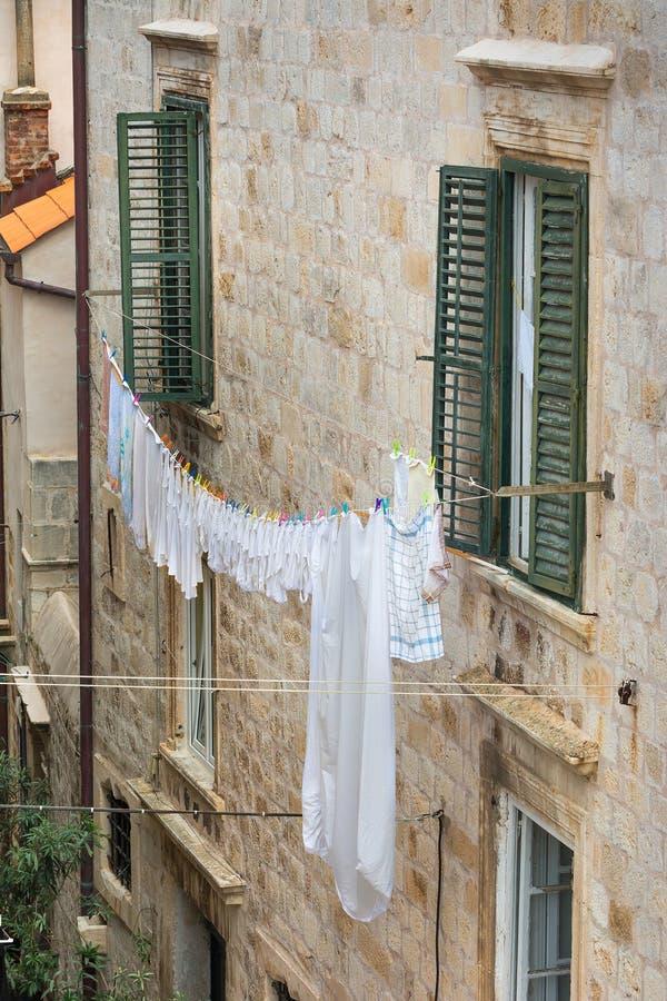 Lavar-linha fora de uma casa em Dubrovnik fotografia de stock