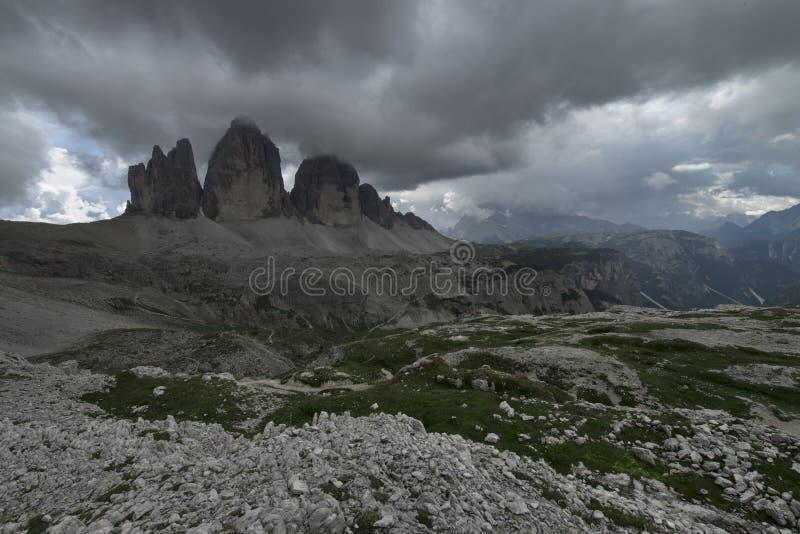 Lavaredo三个峰顶看法也叫特雷Cime di Lavaredo,Drei Zinnen或三Merlons,Dolomities,Sudtirol,特伦托自治省 图库摄影