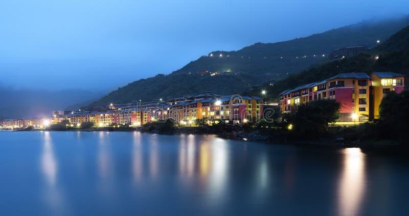 Lavasa-Stadt nachts, Pune, Maharashtra, Indien lizenzfreies stockbild