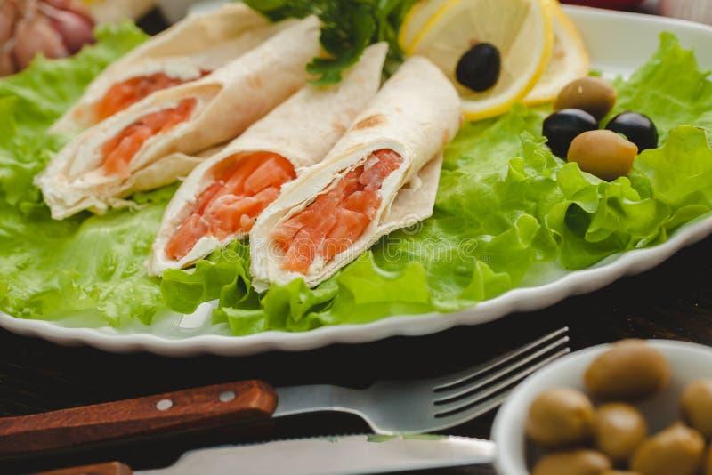 Download Lavash卷 库存图片. 图片 包括有 聚会所, 苹果酱, 新鲜, 牌照, 捷克人, 莴苣, 午餐, 东部 - 72358333