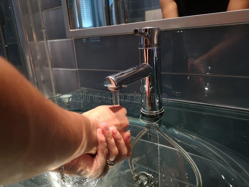 Lave suas mãos no dissipador imagens de stock royalty free