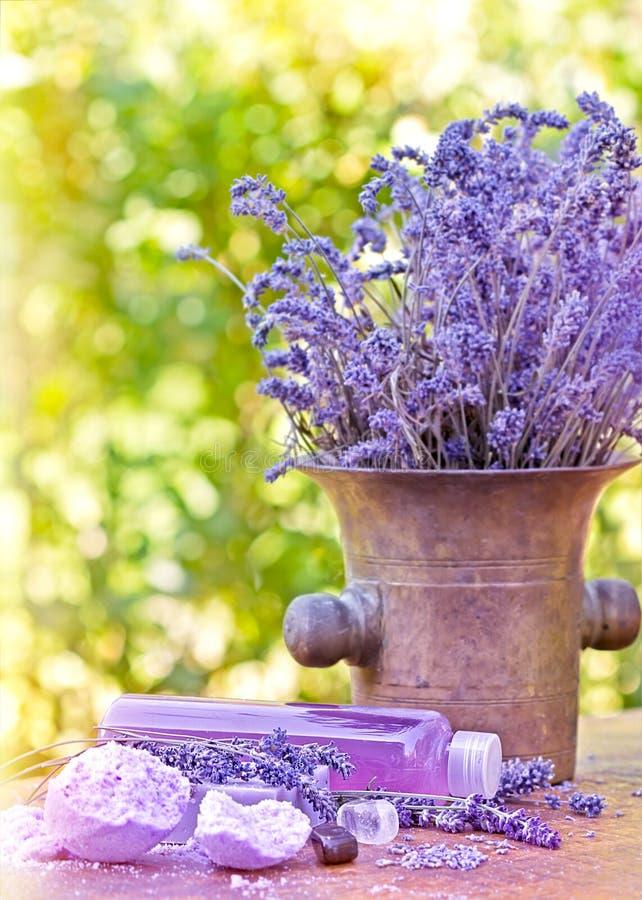 Lavendelöl und Lavendelseife stockfotos