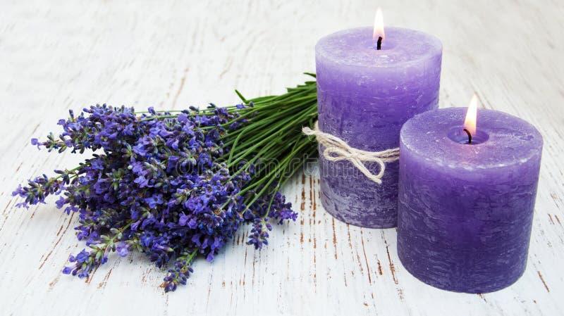 Lavendel en kaarsen royalty-vrije stock afbeelding