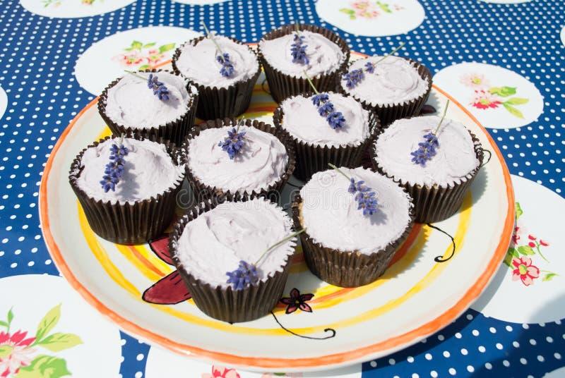 Lavendel-kleine Kuchen lizenzfreies stockbild
