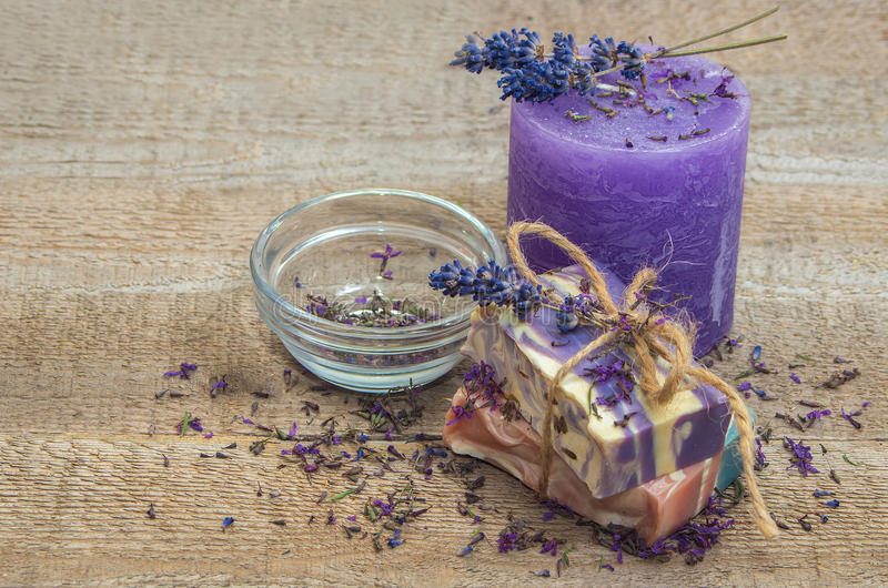 Lavendel met de hand gemaakte zeep en kaars royalty-vrije stock foto