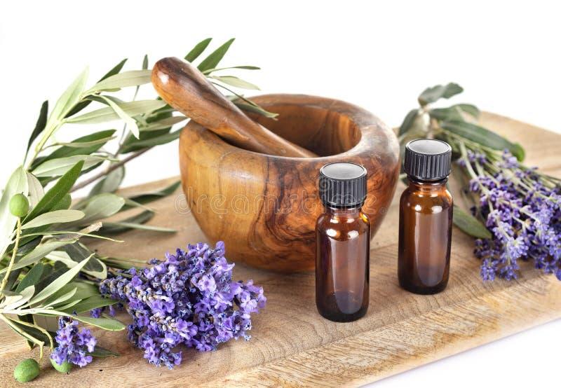 Lavendel och nödvändiga oljor arkivbilder