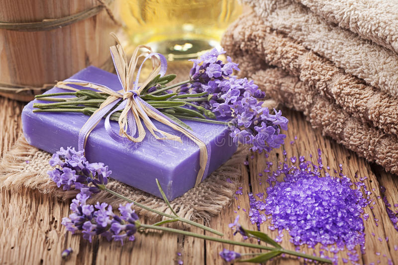 Lavendelbadekur lizenzfreies stockfoto