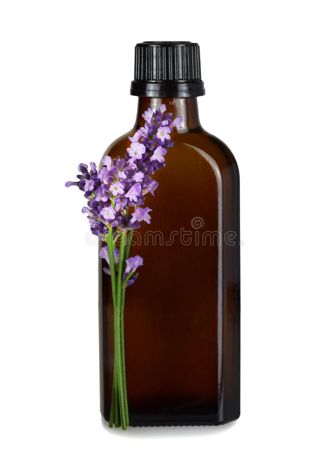 Lavendelolie in bruine die fles op witte achtergrond wordt geïsoleerd stock afbeelding