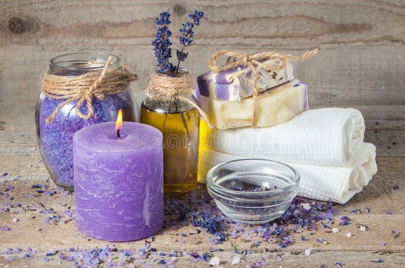 Lavendelolja, lavendel blommar, handgjord tvål royaltyfri fotografi