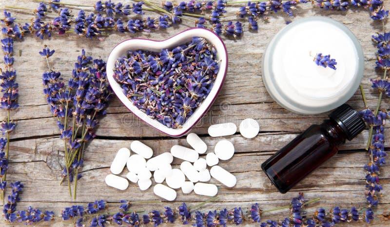 Lavendelskönhetsmedel royaltyfria bilder