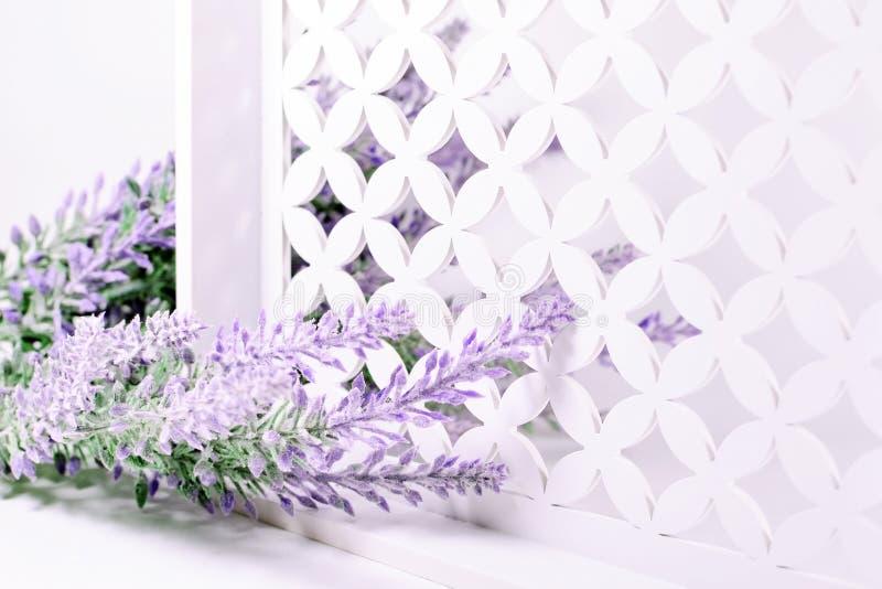 Lavendeltak op een witte achtergrond stock fotografie