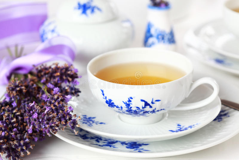Lavendeltee stockbilder