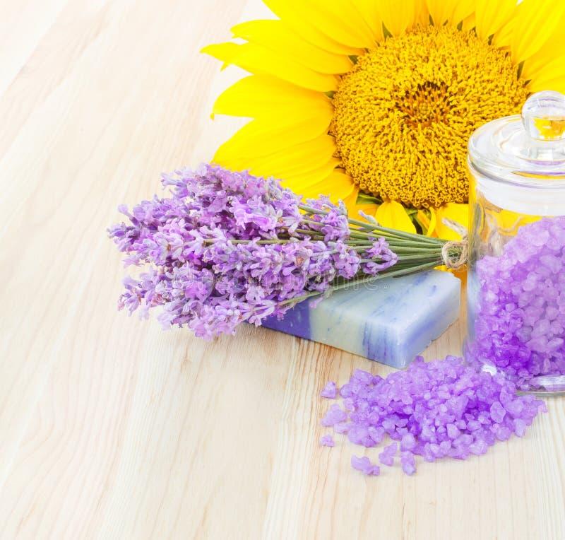 lavender λουτρών αλατισμένο σαπούνι στοκ φωτογραφίες με δικαίωμα ελεύθερης χρήσης