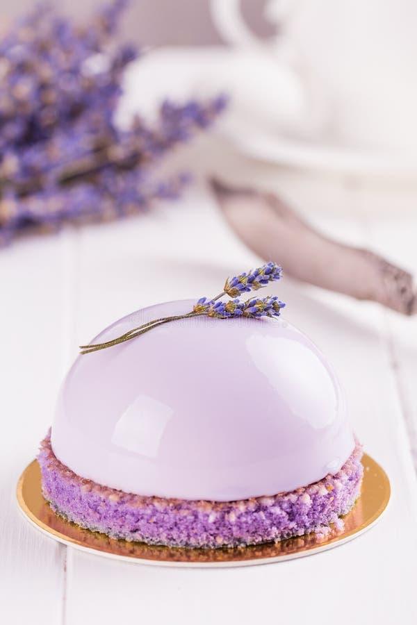 Lavender mousse κέικ στοκ φωτογραφίες