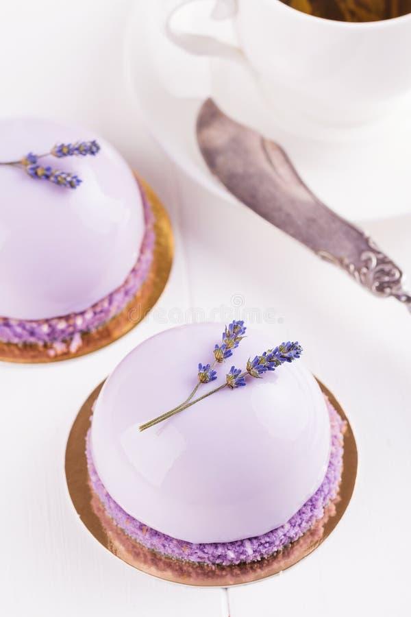 Lavender mousse κέικ στοκ εικόνες