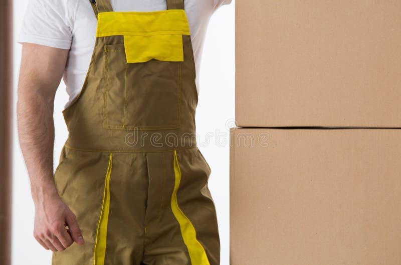Lavoratore con la vista consegnata del primo piano delle scatole Consegna e relocati fotografia stock libera da diritti