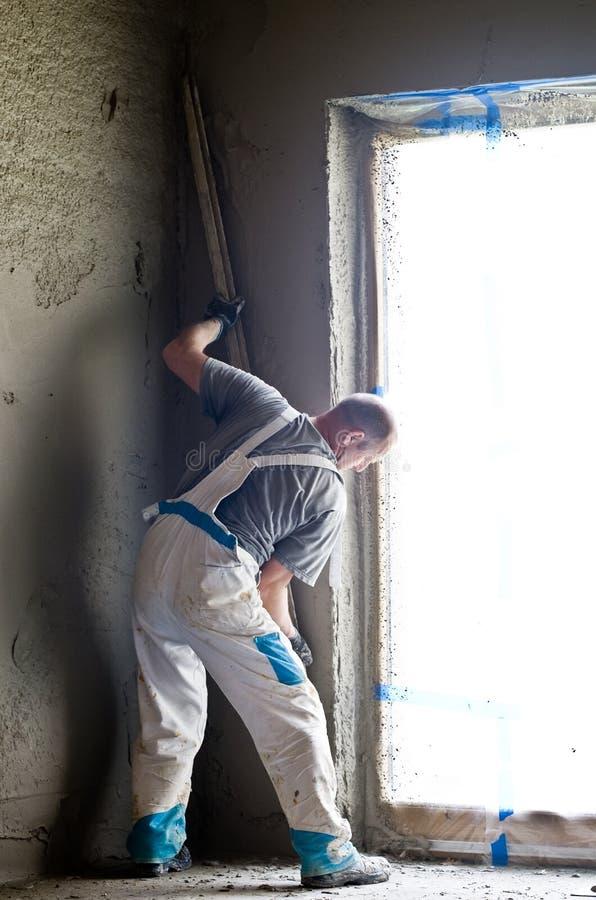 Lavoratore del muro di cemento fotografie stock libere da diritti