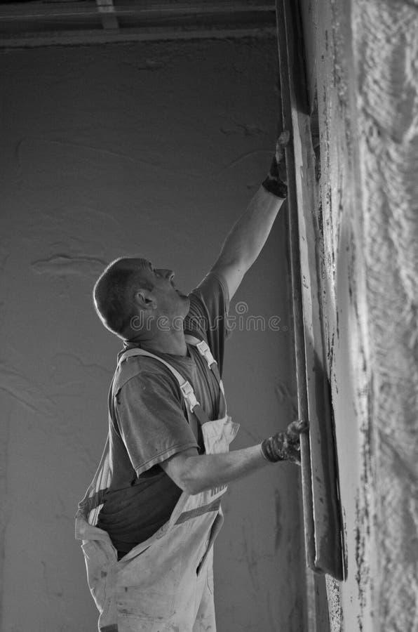 Lavoratore del muro di cemento immagini stock libere da diritti