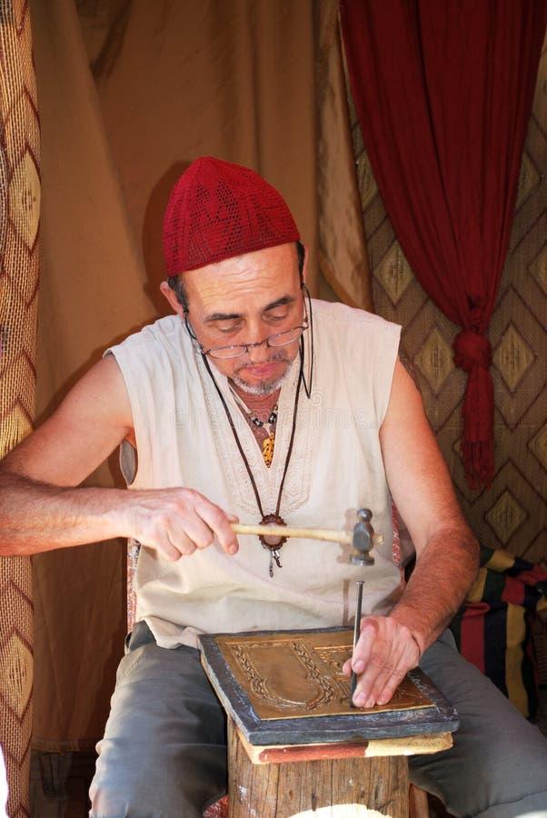Lavoratore del piatto di rame, Spagna fotografia stock