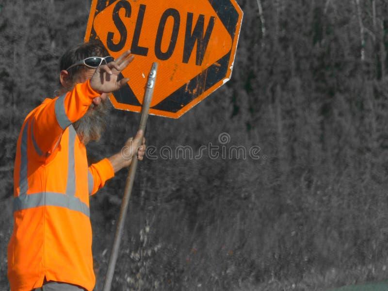 Lavoratore della strada sulla strada principale d'Alasca fotografia stock libera da diritti