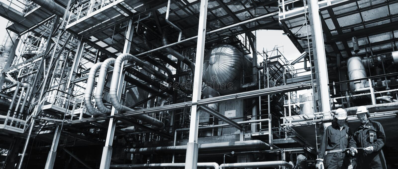 Lavoratori del gas e del petrolio con le condutture immagine stock libera da diritti