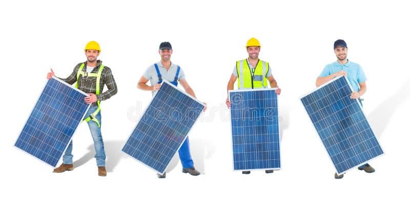 lavoratori del pannello solare fotografia stock libera da diritti