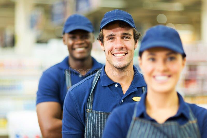 Lavoratori del supermercato del gruppo fotografia stock libera da diritti